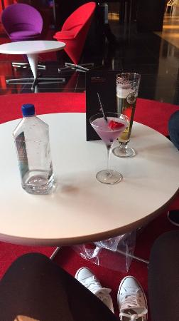 citizenM Amsterdam: Mobile martini and beer from the bar