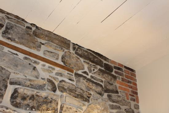 Kemptville, Canada: This must be an original wall