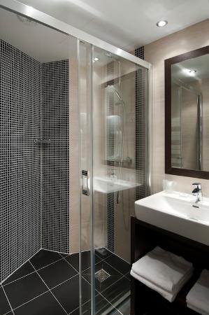 Douche l 39 italienne picture of hotel choiseul opera paris tripadvisor for Photo douche italienne