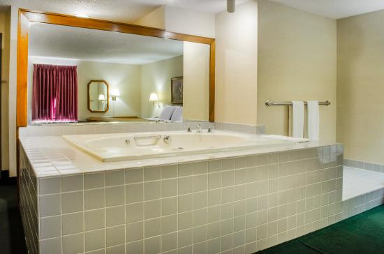 Mifflintown, PA: King Suite Hot Tub
