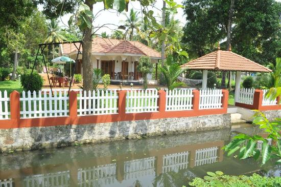 Coconut Creek Farm and Homestay Kumarakom