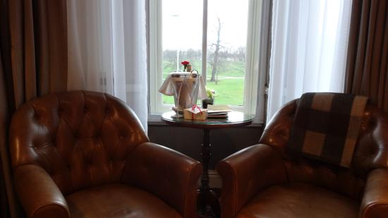 The Milestone Hotel: Welcome Moet Champagne and view from the Savile Row room
