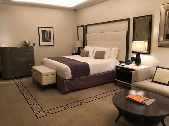 langham executive club room schlaf wohnzimmer picture of the langham chicago chicago. Black Bedroom Furniture Sets. Home Design Ideas
