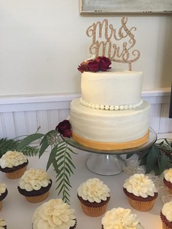 La Pointe, WI: Order your wedding cake or birthday cake by email or phone.