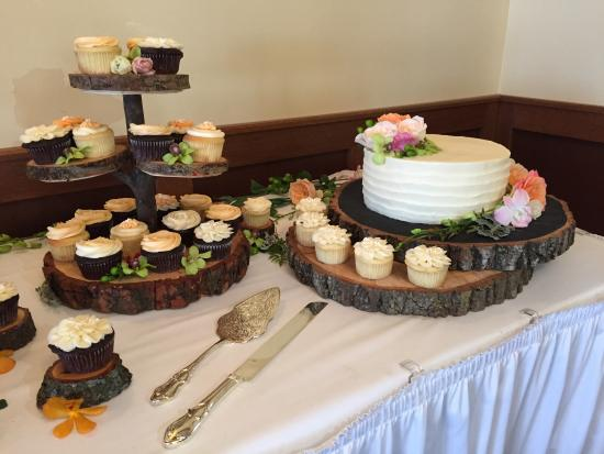 La Pointe, WI: Order your special occasion cake via email or phone