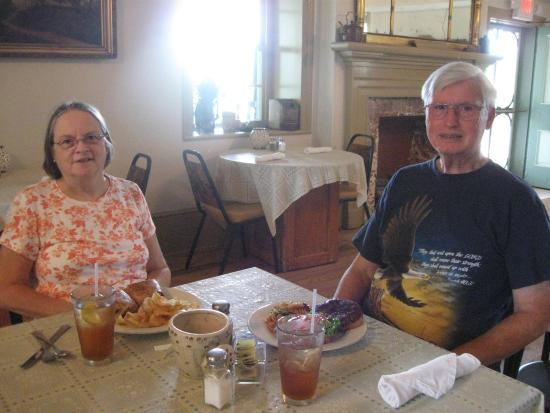 Max Meadows, VA: Dining at Key Ingredients Restaurant in the Mansion