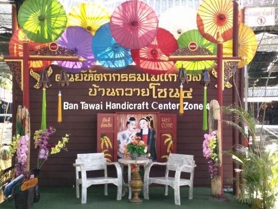 Saraphi, Thailand: Ban Tawai Handicraft Center only 3 Kms from the resort