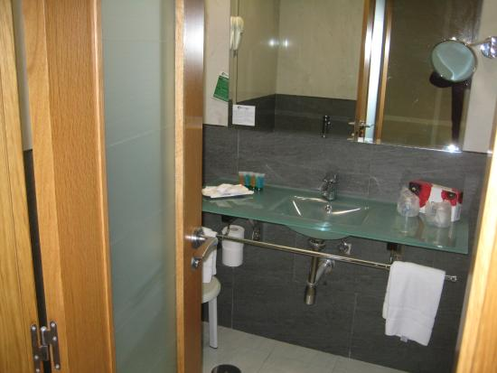 Bathroom picture of florida spa fuengirola tripadvisor for Bathrooms fuengirola