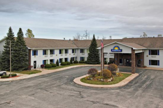exterior picture of cadillac days inn cadillac. Cars Review. Best American Auto & Cars Review