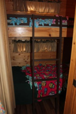 Manchester, CA: Second bedroom had a sturdy bunk with bed XL twins.