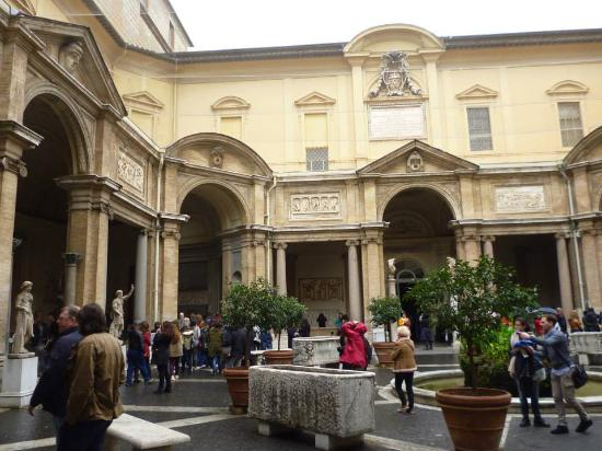 Patios interiores picture of vatican museums vatican - Patios interiores ...