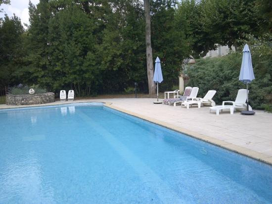 Moussoulens, France: View of the pool area