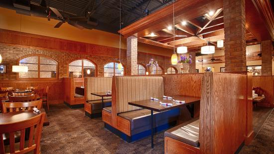 Neenah, WI: Restaurant Seating