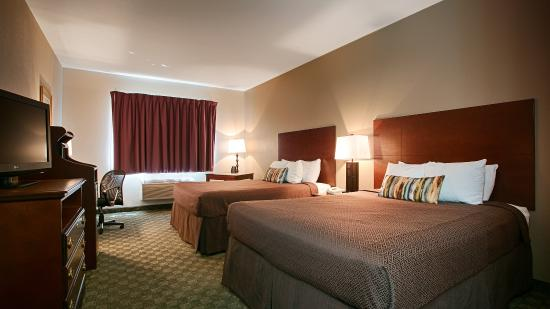Neosho, MO: Two Queen Guest Room