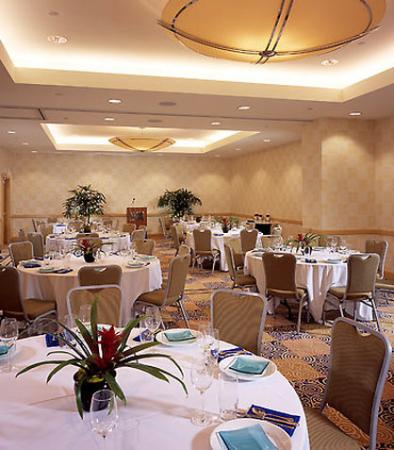 Banquet meeting room picture of renaissance clubsport for 13 salon walnut creek