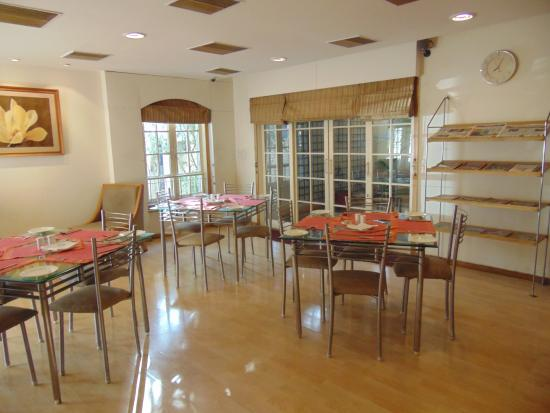 Photos of tristar service apartments bengaluru bangalore for Very small dining room