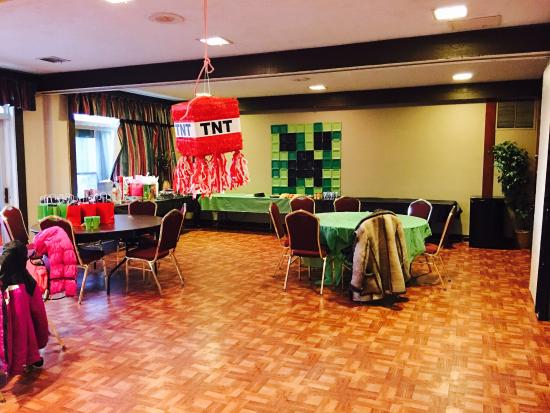 Albert Lea, MN: Party room and pool