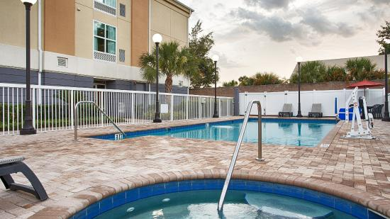 BEST WESTERN PLUS Chain of Lakes Inn & Suites
