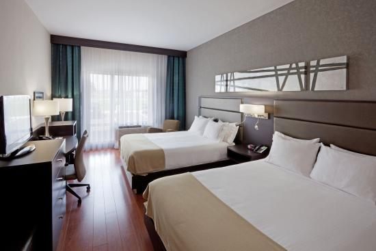 Saint Hyacinthe, Canada: 2 Queen Bed Guest Room