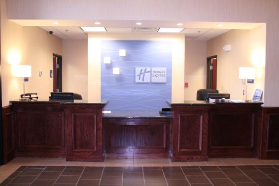 Pratt, KS: Front Desk