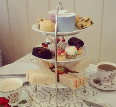 Witham, UK: Traditional afternoon tea