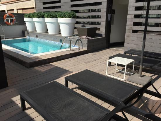 Pictures of hotel vueling bcn by hc barcelona traveler for Oficinas vueling barcelona