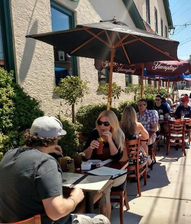 Conshohocken, PA: Love the outdoor seating in the warm weather