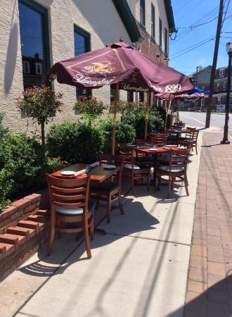 Conshohocken, PA: Great Outdoor Seating!