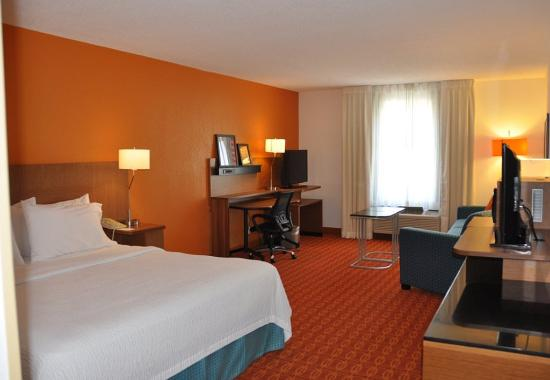 Executive king guest room picture of fairfield inn for 7090 cypress terrace fort myers