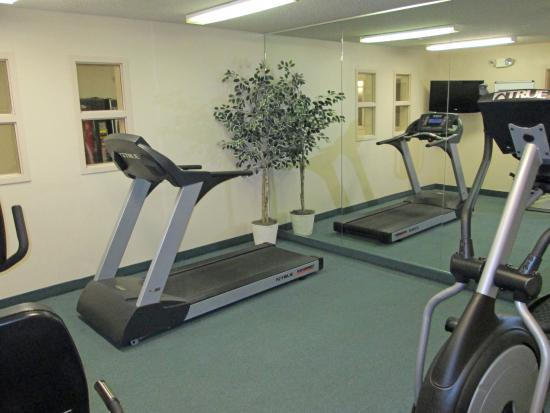 Farmers Branch, TX: On-Site Fitness Facility