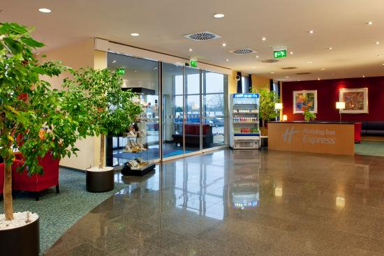 Morfelden-Walldorf, Germany: Hotel Entrance | Lobby