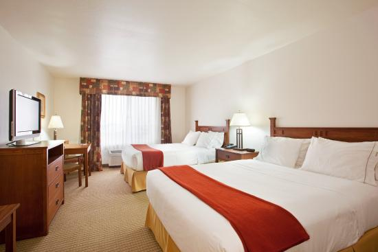 Mattoon, IL: Queen Bed Guest Room