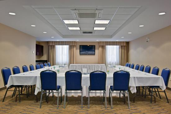 Kincardine, Canada: Piper Suite  is the largest, fully equipped state of the art room.
