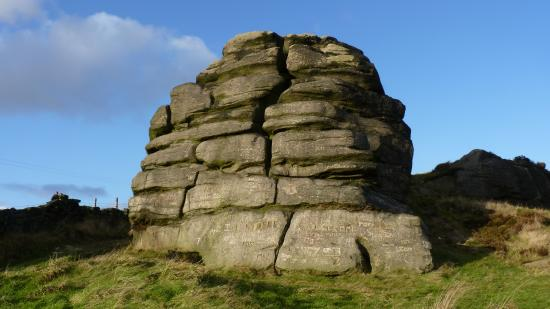 Todmorden, UK: View of the Great Rock from the front