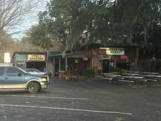 Conway, SC: Some shits of the fish market, our shrimp sandwiches and the outside!!