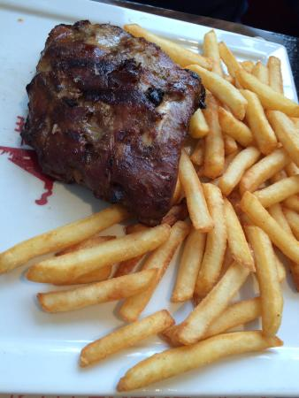 Cabries, France: Frites / travers de porc