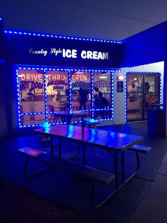 Lehigh Acres, FL: Best Ice Cream around.  Inside seating, outside seating and a drive thu for convenience.