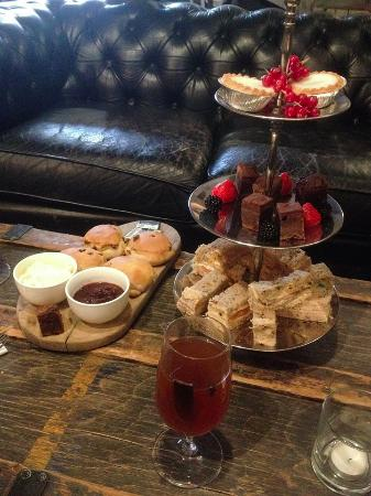 Abbotsbury, UK: Festive afternoon tea with mulled cider.