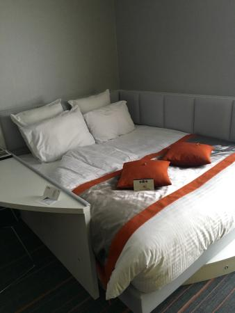 Chambre lit queen size de luxe picture of best western plus orange hotel l - Dimension lit queen size ...