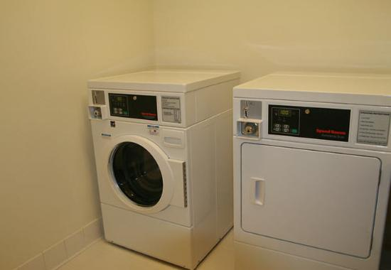 Burnsville, MN: Guest Laundry