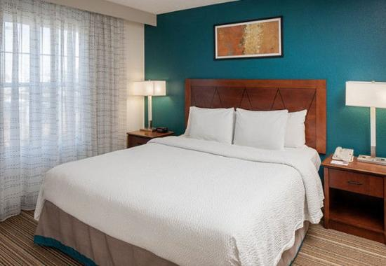 Norwood, MA: Two-Bedroom Suite - King Bedroom