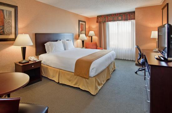 Rolla, MO: King Bed Guest Room