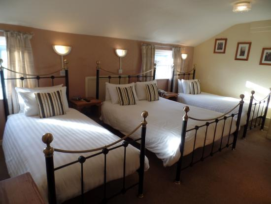Whitchurch, UK: Family Room King & 2 Singles