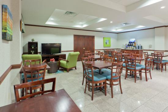 Newton Falls, OH: Enjoy our fast and convenient Express Breakfast Bar
