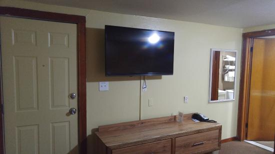 Dalhart, TX: Impressed by the large flat-screen TV