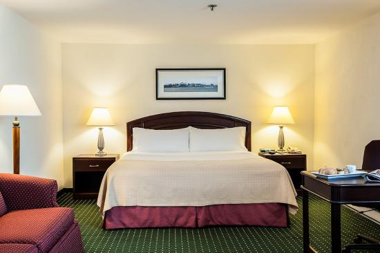 Longueuil, Canada: Executive Room with King bed