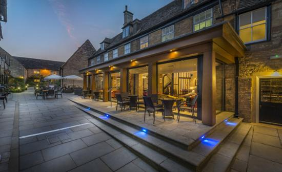 Oundle, UK: Courtyard In Evening