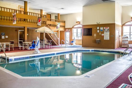 Mauston, WI: Pool