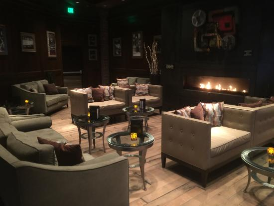 Cary, NC: Lounge area next to the bar