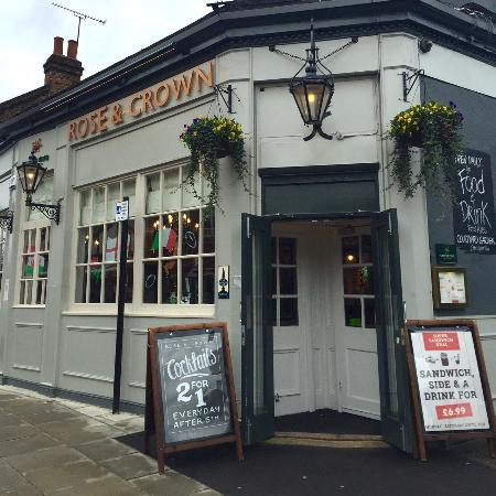 Woodford, UK: The Rose & Crown